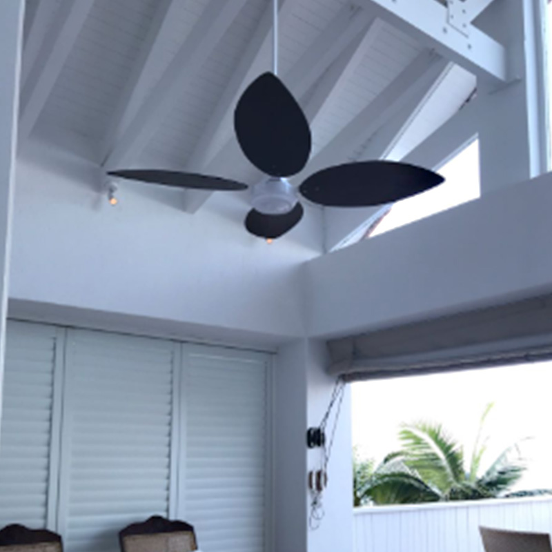 CEILING FAN WITH WHITE WOOD MOTOR AND BLACK TEAR DROP BLADES